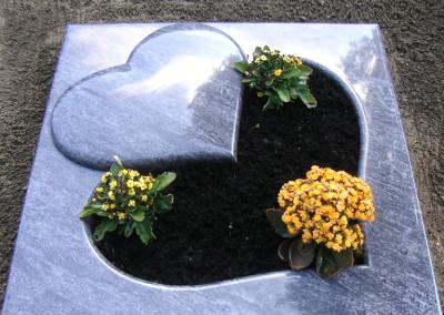 Herzförmiges Boden-Grabmal