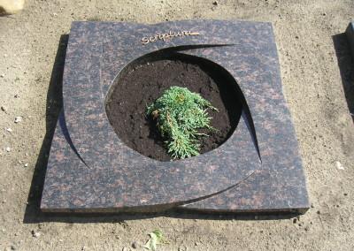 Kleines Boden-Grabmal