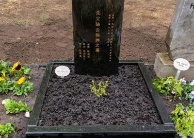 Schwarzes asiatisches Grabmal